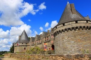Attractions & activities . chateaupontivy